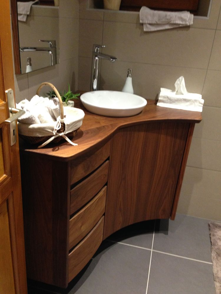 Salle de bain en noyer - Meuble d angle pour salle de bain ...